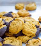 close up of pumpkin rosebud cookies