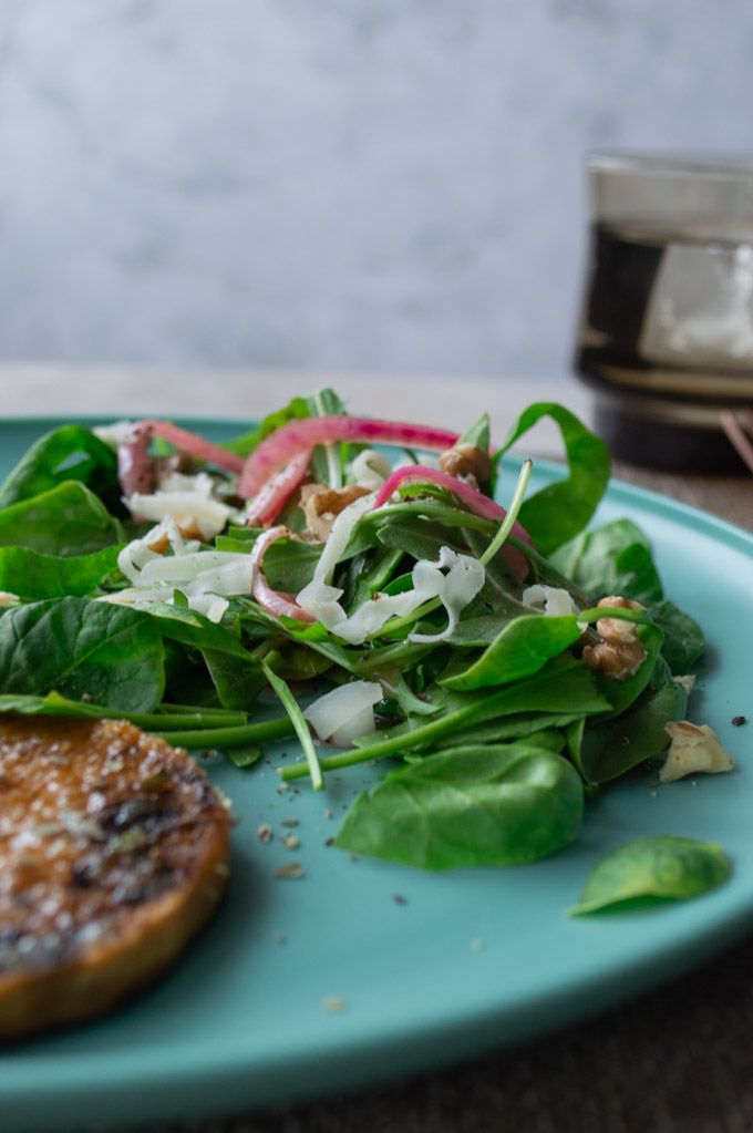 prepared spinach salad