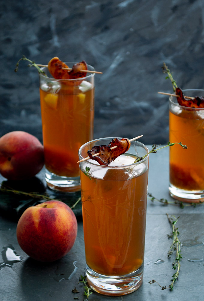 angle view of peach iced tea with peach slice