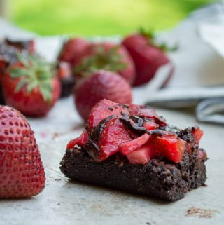strawberry brownies square with fresh strawberries